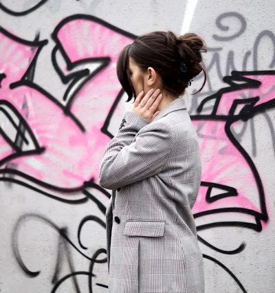 Checkmated // Outfit mit Karo Blazer und Netz Tasche // H&M Look