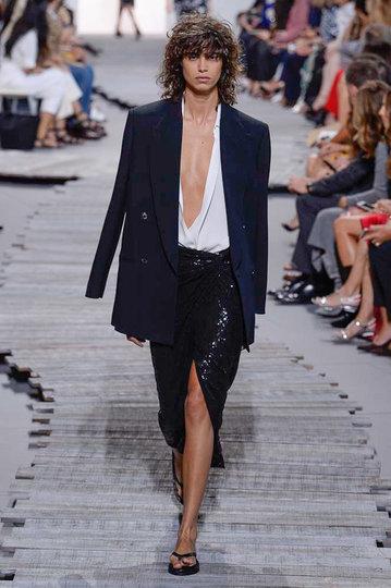 https://www.vogue.de/fashion-shows/new-york-fashion-week/fruehjahr-sommer-2018/michael-kors#fashionshow/65